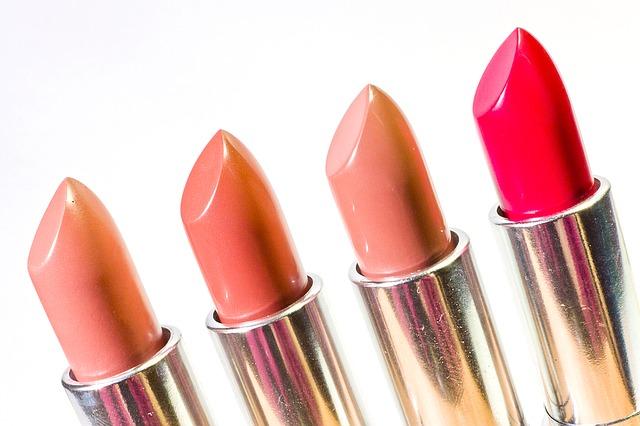 Bentuk bibir dan warna lipstik yang cocok