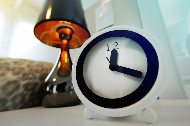 Cara agar bisa tidur nyenyak - Tetapkan waktu tidur